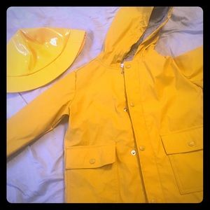 Yellow slicker and hat (Georgie Costume/Pennywise)